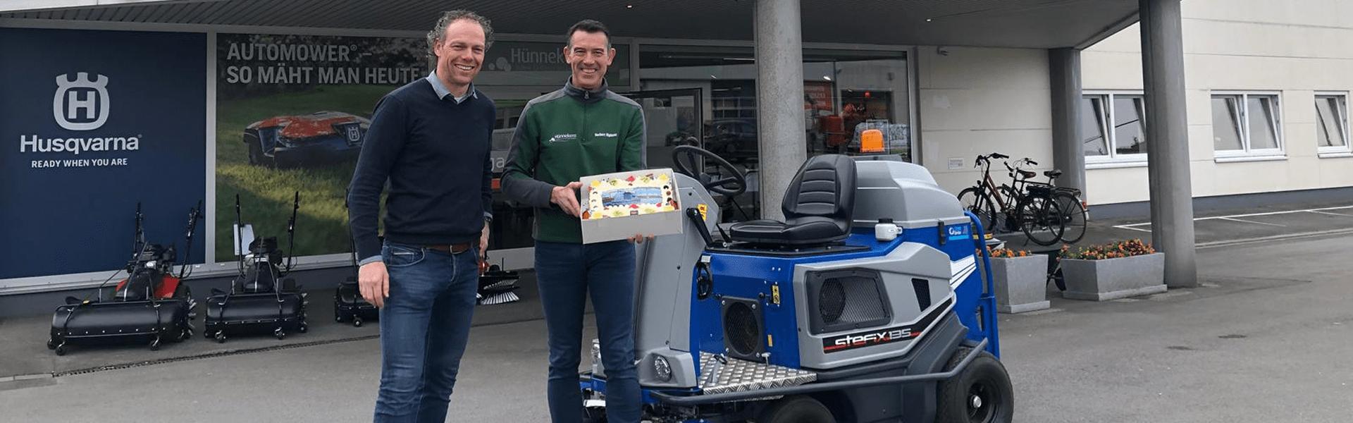 Steenks Service erreicht Meilenstein: 100ste Lieferung Stefix 135 Bändchengewebe-Kehrmaschine!